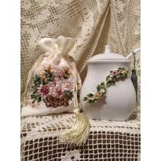 Zuccheriere con cucchiaino in porcellana bianca